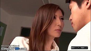 Guru seksi Jepang menggoda muridnya